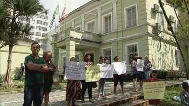 Moradores de conjunto habitacional de São Vicente protestam após enchentes - Após problemas, moradores do conjunto Primavera e Penedo cobram providências.