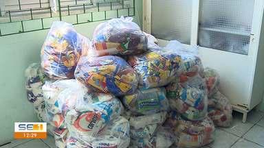 Banda Calcinha Preta entrega alimentos arrecadados durante gravação de DVD - Banda Calcinha Preta entrega alimentos arrecadados durante gravação de DVD.