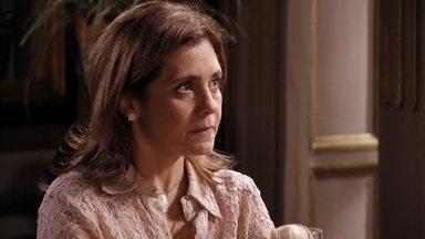 Carminha se opõe a deixar Max voltar para casa - Tufão e Ivana estranham a mudança de Carminha