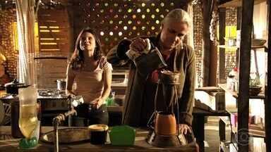Lucinda acha que Nina enlouqueceu por causa de sua vingança - Betânia vibra com as provas que Nina encontrou contra Carminha
