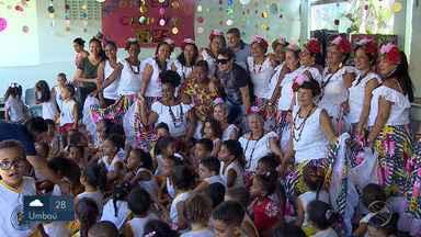 Banda Calcinha Preta começou a entrega de alimentos arrecadados durante a gravação do DVD - Mais de 8 mil quilos de alimentos foram arrecadados.