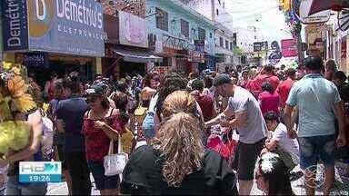 Bloco da Sucata anima foliões na prévia carnavalesca, em Caruaru - Festa foi transmitida ao vivo na TV Asa Branca.