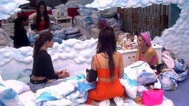 Mari, Bianca e Flayslane conversam sobre Victor Hugo - Mari, Bianca e Flayslane estão no Quarto Céu e a empresária fala sobre Victor Hugo estar se aproximando da baiana após ele ter lhe dado imunidade