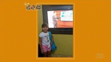 Criança manda foto para o quadro 'Tô no BDG' se preparando para ir à escola - Telespectadores enviam fotos enquanto assistem ao Bom Dia Goiás.
