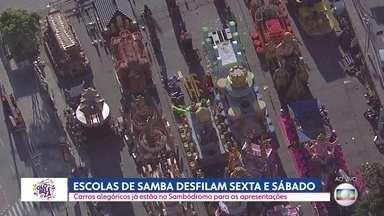 Escolas de samba desfilam sexta e sábado no Anhembi - Carros alegóricos já estão no Sambódromo para as apresentações.