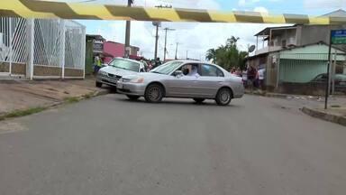 Homem é morto a tiros em Samambaia - Um homem foi executado dentro do carro, no meio da rua, em Samambaia.
