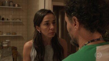Durval acaba contando para Natália o segredo de Thelma - undefined