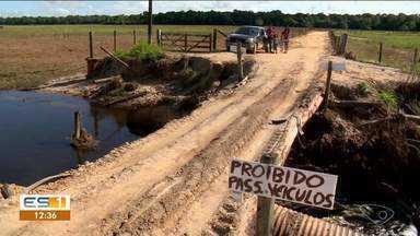 Moradores de Bananal do Sul reclamam de más condições de ponte, no interior de Linhares - A cheia do rio Doce arrancou parte da estrada.