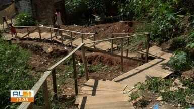 Moradores do Vale do Reginaldo reclamam sobre escadaria danificada - AL1 nas comunidades mostra a situação no local.