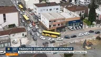Obras e mudança no sentido de ruas prejudicam o trânsito na área central de Joinville - Obras e mudança no sentido de ruas prejudicam o trânsito na área central de Joinville