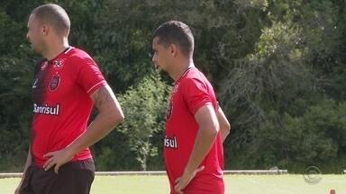 Brasil anuncia Jarro e João Ananias como reforços - Novos atletas já treinam no Bento Freitas e podem ser novidades no jogo de domingo do xavante pelo Gauchão.