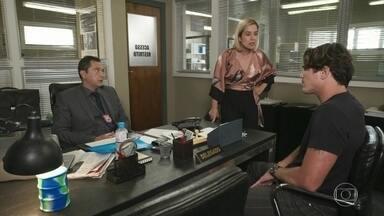 Na frente do delegado, Lígia acusa Rui de ter sumido com Rita - Rui afirma que formará uma família com Rita e Nina e garante que ninguém está mais preocupado com o desaparecimento da amada do que ele