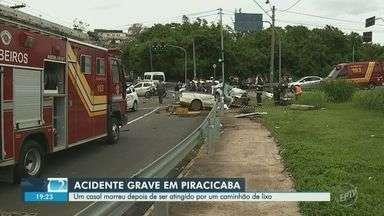 Batida entre caminhão de lixo e carro deixa dois mortos em cruzamento de Piracicaba - Vítimas eram pais de funcionário da coleta de lixo, que não estava no local no momento do acidente. Batida foi em cruzamento da Avenida Raposo Tavares no bairro Jaraguá.