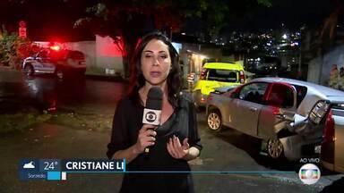 Bombeiros e Samu foram chamados para socorrer vítimas de engavetamento, em BH - Acidente foi nesta quinta-feira (27), no bairro Jardim América, na região Oeste de Belo Horizonte.