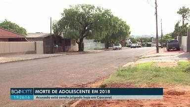 Acusado de assassinar jovem de 16 anos é julgado em Cascavel - O crime aconteceu em 2018. A jovem estava voltando de uma festa de confraternização com os pais quando foi atingida por tiros.