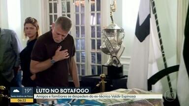 Amigos e familiares se despedem do ex-técnico Valdir Espinosa - Fluminense e Vasco viram a chave e miram a estreia da Taça Rio, nesse final de semana.