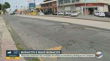Motoristas reclamam de buracos na Avenida Ruy Rodriguez, em Campinas - Avenida faz a ligação entre o Distrito Ouro Verde e o Centro. Com desgaste do asfalto, motoristas circulam por faixa do BRT, que é exclusiva para ônibus.