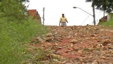 Moradores do Jardim Brasil reclamam das condições das ruas - Bairro de Suzano tem vias esburacadas.