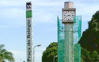 Taguatinga: presente, passado e futuro - a história do relógio - Os japoneses chegaram à Taguatinga quando ainda não havia quase nada na região. Um deles, Eiichi Iamada, levou para a praça central da cidade o relógio, que acabou nomeando o local.