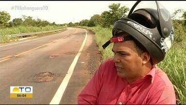 Buracos pela rodovia da BR-242 causam prejuízos aos motoristas - Buracos pela rodovia da BR-242 causam prejuízos aos motoristas