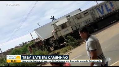 Caminhão e trem batem após motorista tentar atravessar linha férrea em Brumado - Apesar do susto, ninguém ficou ferido.