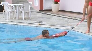 Bombeiros orientam sobre o risco de afogamento na região noroeste paulista - Bombeiros orientam sobre o risco de afogamento em prainhas da região.