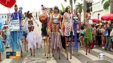 Bloco Quizomba desfila na Lapa - Uma multidão guardou fôlego para aproveitar os últimos blocos no Rio.