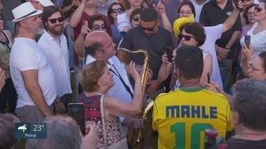 """Derico faz show gratuito em Ribeirão Preto, SP - Músico reuniu público na tarde deste sábado (29). Gravação faz parte da segunda temporada do """"Projeto Derico na estrada""""."""