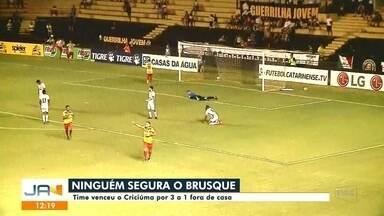 Brusque vence o Criciúma e time masculino de vôlei perde para o Cruzeiro - Brusque vence o Criciúma e time masculino de vôlei perde para o Cruzeiro