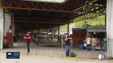 Em Petrópolis, linhas de ônibus são afetadas por causa da chuva - O repórter Lucas Machado traz mais informações.