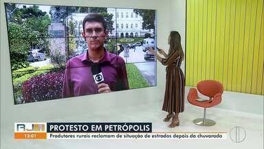 Produtores rurais de Petrópolis, RJ, protestam contra situação de estradas (Parte 2) - Chuva deixou situação das estradas em estado de calamidade. Trabalhadores fizeram protesto nesta quarta-feira (4).
