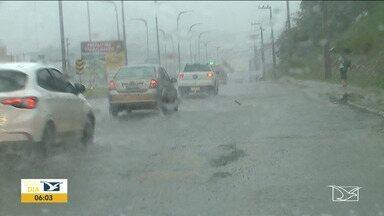 São Luís vive caos por causa de chuva - Até às 15h de segunda-feira (9) choveu 236 milímetros, o que corresponde mais da metade do que era esperado para todo mês de março.