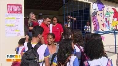 Greve dos professores da rede municipal do Recife afeta funcionamento de escolas públicas - Algumas delas não tiveram aulas por conta da paralisação das atividades dos docentes.