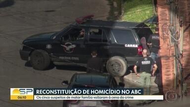 Polícia faz reconstituição de crime que matou família no ABC - Cinco suspeitos participaram da reconstituição nesta quinta (12). Filha e namorada de casal morto são suspeitas.
