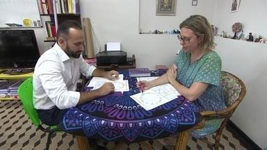 Vida de MEI: astróloga conta como é seu trabalho formalizado - Titi Vidal é astróloga e microempreendedora individual desde 2016.