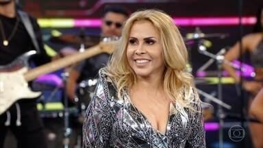 Joelma canta 'A Lua Me Traiu' - A cantora também improvisa diversos sucessos no palco do Domingão
