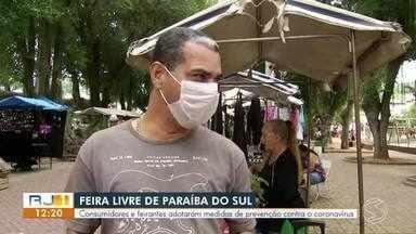 Consumidores e feirantes adotam medidas de prevenção contra o coronavírus - Apesar da orientação para evitar a aglomeração de pessoas, as tradicionais feiras livres estão mantidas em Paraíba do Sul.