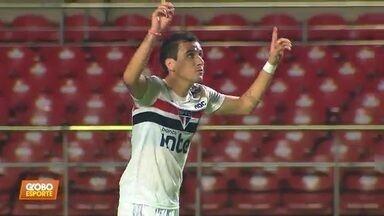 O São Paulo vence o Santos em jogo sem torcida - O São Paulo vence o Santos em jogo sem torcida