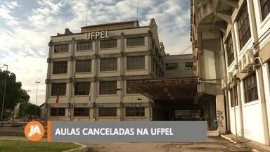 Aulas suspensas em instituições de Pelotas - Universidades decidiram suspender as atividades em prevenção ao Coronavírus.