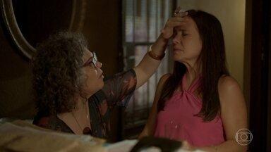 Thelma fica em choque ao descobrir que Danilo é Domênico - A viúva passa mal com sua descoberta e pede ajuda a Jane