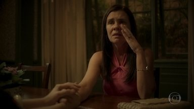 Thelma decide não contar a verdade para Lurdes - Jane não consegue convencer a amiga do contrário, mas promete guardar seu segredo
