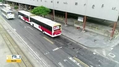 Ruas do Centro da cidade estão mais vazias - Drone do Bom Dia sobrevoou Terminal Padre Henrique Otte