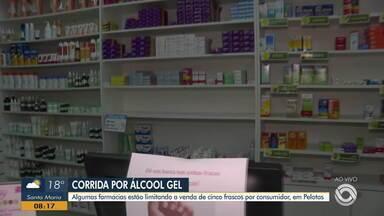 Procura por álcool em gel em Pelotas aumenta e vendas estão sendo limitadas na região - Assista ao vídeo.