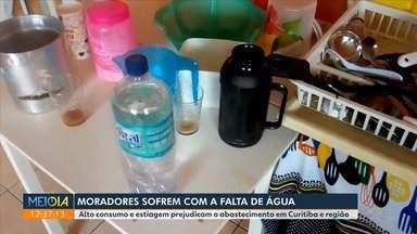 Moradores sofrem com a falta de água em vários bairros de Curitiba - Segundo a Sanepar, 150 mil consumidores devem ficar sem água.