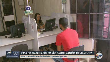 Casa do trabalhador em São Carlos mantém atendimentos com restrições - Funcionamento não foi alterado, mas local adotou medidas preventivas, como a entrada limitada de 5 pessoas por vez.
