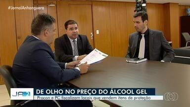 Procon e PC fiscalizam locais que vendem itens de proteção ao coronavírus em Goiás - Em alguns locais o preço do álcool gel foi considerado abusivo.