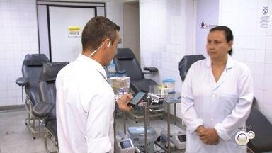 Hemonúcleos pedem doação de sangue para atender possíveis casos de Covid-19 - Uma preocupação da Secretaria Estadual de Saúde de São Paulo é com os estoques dos hemonúcleos. Os hospitais precisam se preparar caso muitos pacientes vítimas do coronavírus precisem de bolsas de sangue e, por isso, as unidades estão pedindo mais doações.