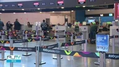 Aeroporto Internacional do Rio registra redução no movimento - A empresa aérea Gol suspendeu as viagens internacionais até 30 de junho e anunciou redução nos voos domésticos em até 60%.