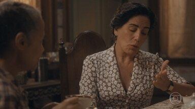 Durvalina confidencia a Lola sobre a gravidez de Inês - Ela incentiva Lola a ficar perto de Julinho