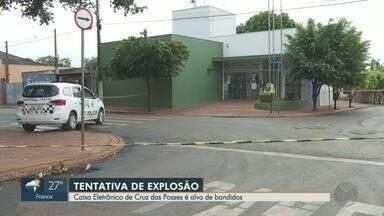 Caixa eletrônico é alvo de explosão no distrito de Cruz das Posses em Sertãozinho, SP - Ao avistar viatura da Guarda Municipal, grupo fugiu deixando os explosivos.